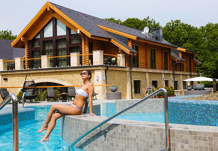 Avalon Resort & SPA - Medence